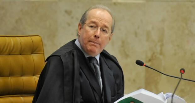 最年長のセウソ・デ・メロ最高裁判事(José Cruz/Agência Brasil – 17/12/2012)