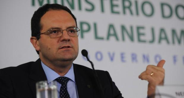 予算削減について説明するバルボーザ企画相(José Cruz/Agência Brasil)