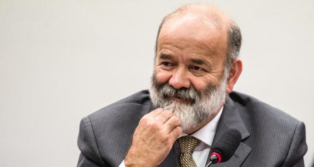 刑務所を出れるならとモニター装置装着をのんだヴァカリ・ネット被告(下院のPB議会調査委員会にて、Marcelo Camargo/Agência Brasil 15/04/2015)