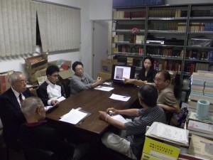 勉強会の様子(左から五人目が長村さん)