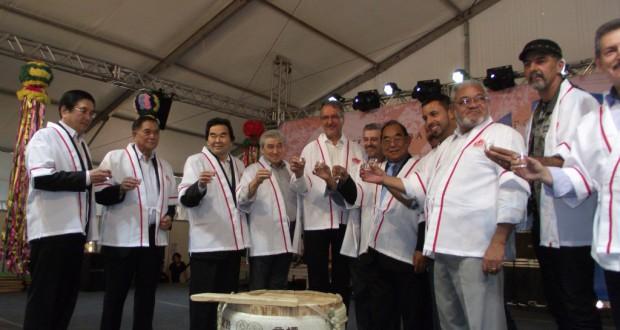 (左から4人目より)マツモト氏、ラッパス氏、ジグイオ氏、荒木会長