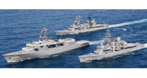 航海中の海上自衛隊練習艦隊。手前から「かしま」「しまゆき」「やまぎり」(広報資料より)