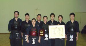出場した選手団(左から4人目が高山真澄さん)