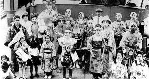 ブラジルに向う際、赤道に近くなると船の中で『赤道祭』が開かれた。他にも運動会など、長い船旅の中で色々な催しが開催されていた。(写真:「在伯同胞活動実況写真集(1)」 昭和13年 竹下写真館より)