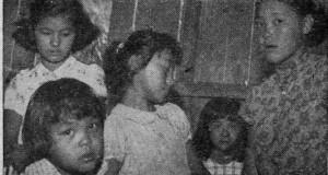 女性や子供もたくさん参加していた(パウりスタ新聞1954年12月日付き記事の写真より)