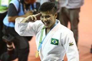 金メダルに笑顔がはじけた(Foto: Roberto Castro/Fotos Publicas)