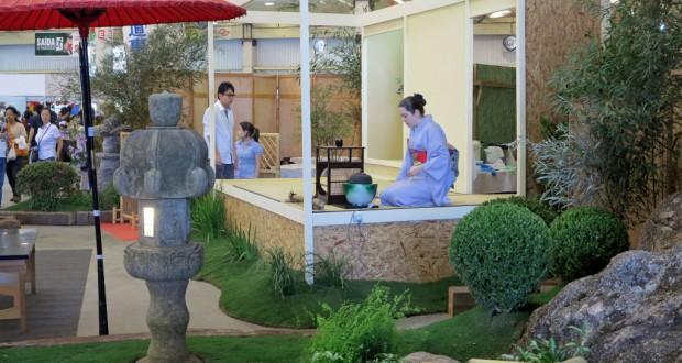 建設会社と提携して、仮設とは思えない立派な日本庭園付き茶室を作った茶道裏千家