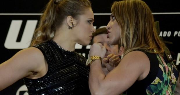 UFCの記者会見でのラウジー(左)とベッチの絡み(Alexandre Loureiro/Inovafoto)