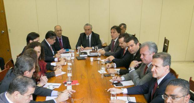 連立与党の代表たちと会合を行うテメル副大統領(7日、Lula Marques/Agência PT)