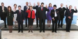 7月17日のメルコスール首脳会議で一堂に会した大統領ら(前列右から2人目がボリビア大統領)