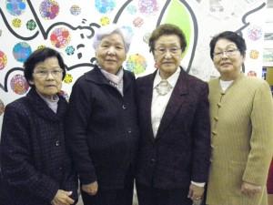来社した笠置光子副部長、坂田部長、阿部チユエ副部長、川野栄美子会計