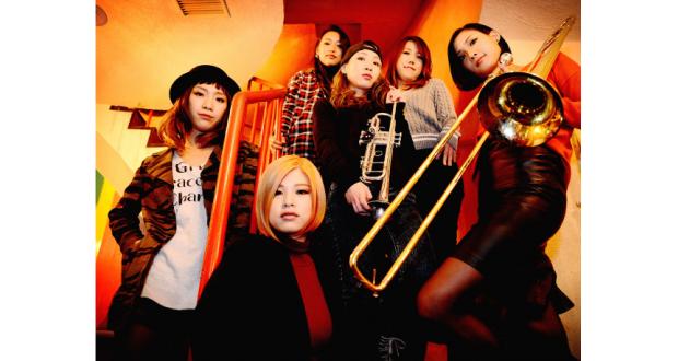 女性6人組のオレスカバンド(公式サイトより)
