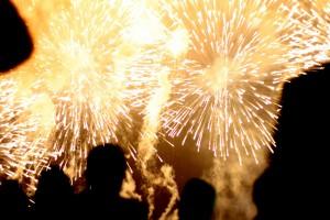 夜空に打ち上げられる花火