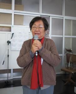 受賞者代表で挨拶する富岡絹子さん
