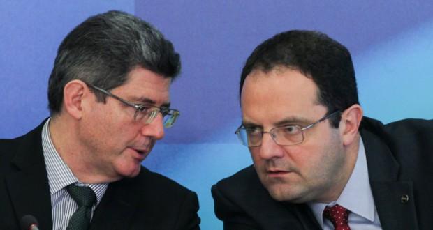 予算案提出後の共同記者会見でのレヴィ財相(左)とバルボーザ企画相(Lula Marques/Agencia PT)