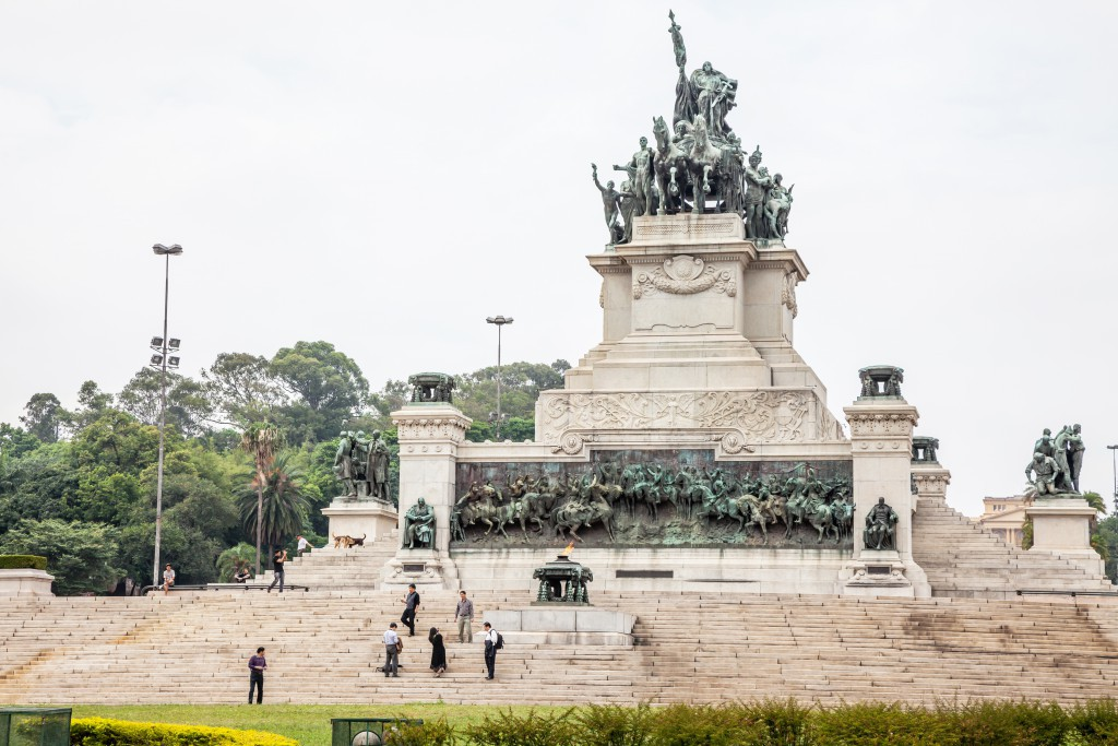 9月7日は、ブラジル帝国初代皇帝ドン・ペドロ1世がポルトガルから独立を宣言した独立記念日。サンパウロの『イピランガ公園』内には有名な『独立か死か』のシーンの記念碑が建っており、その下はドン・ペドロ1世夫妻の霊廟になっている。(Foto: Embratur)