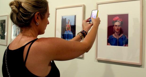 フリーダ・カーロの展示会での風景(André Tambucci/Fotos Públicas)