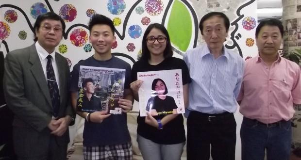 黒木さん(左から2人目)と宮村さん(同3人目)ら