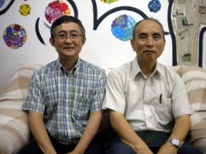 青山副理事長(左)と徳植牧師