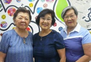 (左から)倉持会長、古賀弘子さん、桜井エリーザさん