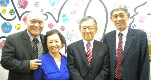 (左から)山村会長、運天昭子エリザ財務担当、小川広報担当、古川評議委員長