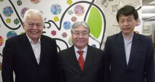 来社した重田エルゾ副会長、平崎会長、森永実理事