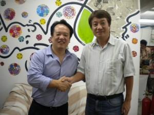 IPKの小林(左)とEOMAの山田両代表