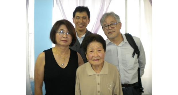(左から)栄子、今里、梅、浜崎さんの4人が訪日し市場開拓を目指す