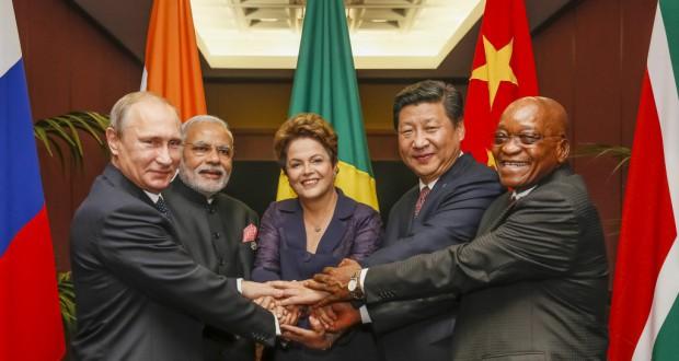 ブリックス首脳会議でのジウマ大統領(中央)と習近平、中国国家主席(右から2番目)(Roberto Stuckert Filho/PR)