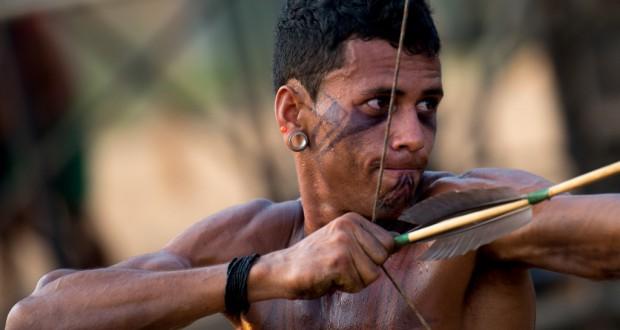 先住民五輪に参加する弓矢の選手(Marcelo Camargo/Agencia Brasil)