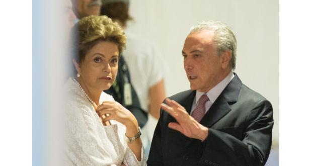新閣僚発表時のジウマ大統領(左)テメル副大統領(右)(Lula Marques/Agencia PT)