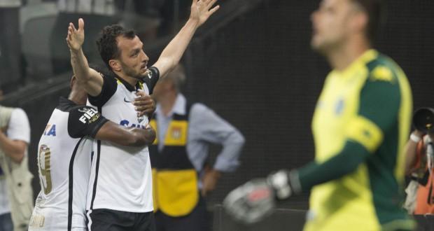先制点をヘッドで決めた、代役DFのエドゥ・ドラセナ(Daniel Augusto Jr./Ag. Corinthians)
