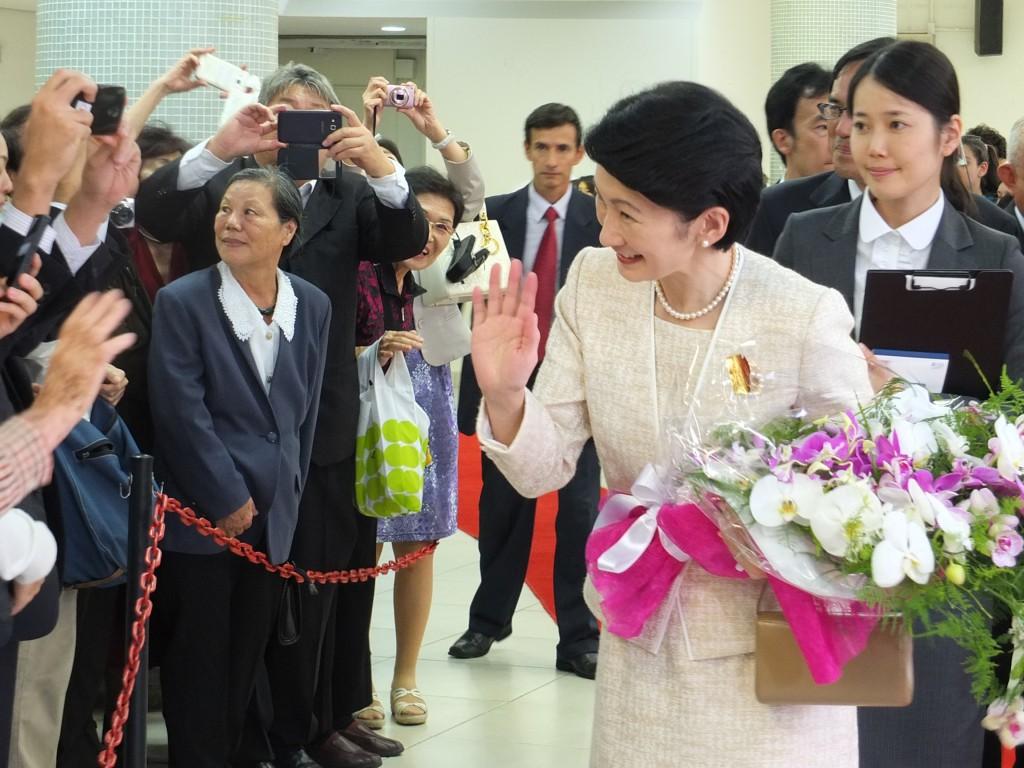 秋篠宮殿下と紀子妃殿下が、ブラジリアで連邦議会主催の日伯外交樹立120周年記念式典に参加されるため10月28日に来伯、11月8日までの間に10都市を訪問された。