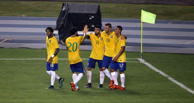 ガブリエル(中央)らを中心に得点を喜ぶ五輪セレソン(Sidney Oliveira/Agência Pará)