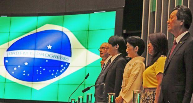 本会議場でブラジル国歌斉唱の様子