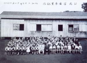 公民学園の卒業記念写真(1952年12月、松本信代さん提供)