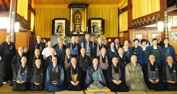 佛心寺での120周年法要に参加した僧侶団の皆さん