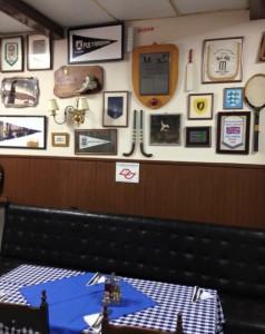 SPACラウンジにはクラブの歴史を伝える調度品が