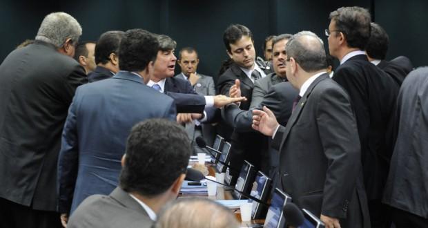 10日の政治倫理委員会での喧嘩(Luis Macedo/Câmara dos Deputados)