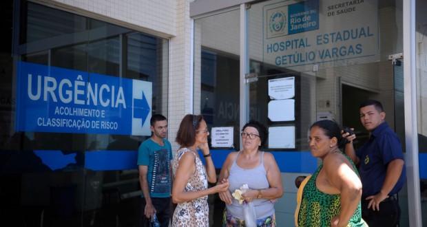 診療が行われず困窮する市民(リオ市北部HSGVで、Fernando Frazao/Agencia Brasil)