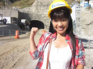 トンネルの開通式を取材する清美さん(本人ブログより)