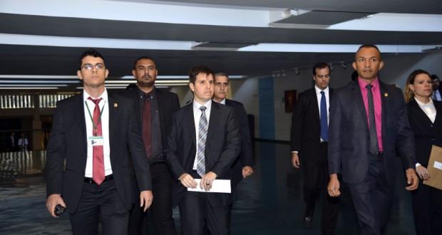 下院総務室の捜査のために派遣された連邦警察官たち(José Cruz/Agência Brasil)