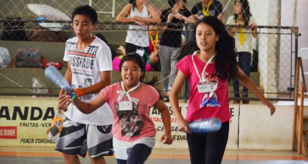 スポーツ活動に熱中する生徒たち