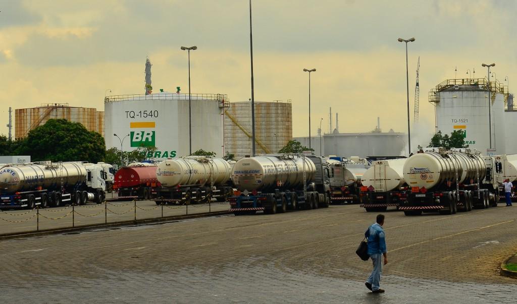 『ペトロブラス』は半官半民のブラジルの石油会社。明るみに出た汚職問題が政治家にも絡み、2014年3月から連邦警察が行っている汚職一掃作戦(ラヴァ・ジャット)は現在も続いている。 (写真はペトロブラス社の石油貯蔵庫 (Rovena Rosa/Agencia Brasil))