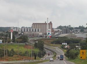 イトゥー市内にある工場