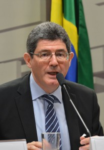 レヴィ財相(当時、15年11月18日、Foto: Antonio Cruz/Agência Brasil)