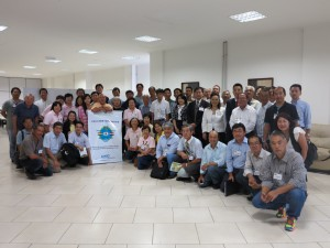 第2回日系農業団体連携強化会議(27、28日、イビウーナ市)終了後に記念撮影