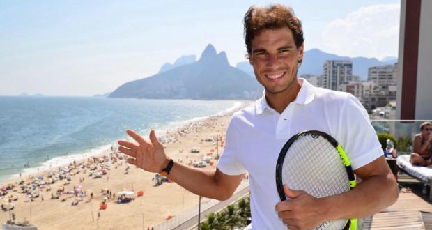 イパネマ海岸を背に微笑むラファエル・ナダル(FotoJump/Rio Open2016)
