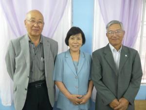 (左から)小山名誉会長、杓田会長、大矢副会長
