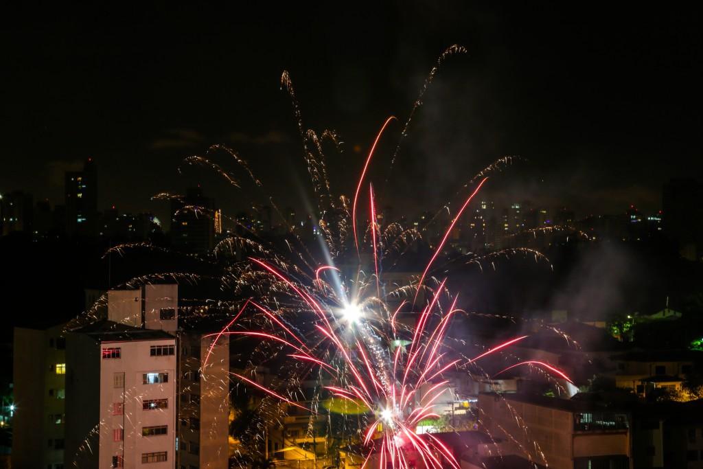 ブラジルでは各地で花火があがり、賑やかに新年を祝う。 (Foto Paulo PInto/Fotos Públicas)
